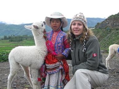 Anita, la niña, la alpaca